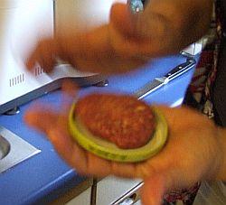 Portion Hamburgermasse im Twist-Off-Deckel