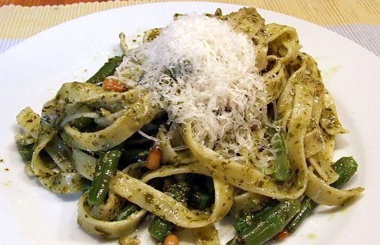 Foto: Pasta mit grünen Bohnen Pesto und Pinienkernen