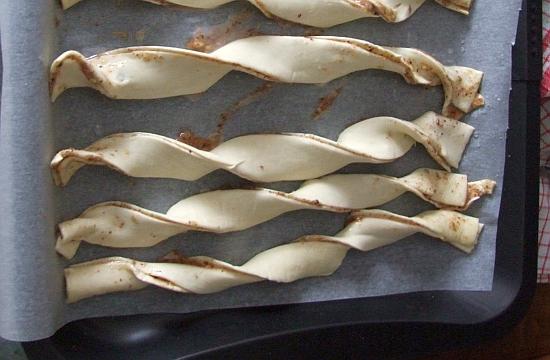 Foto: Blätterteig-Knusperstangen vor dem Backen