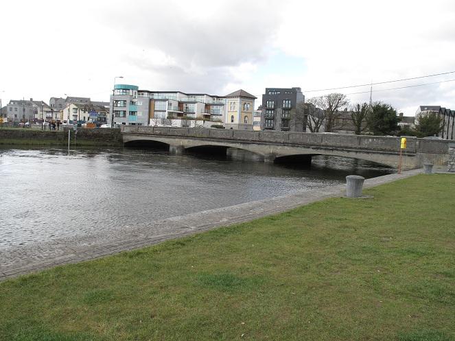 Shows a picture of a bridge over the river Corrib.