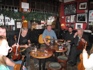 Musicians playing in the Cobblestone in Dublin