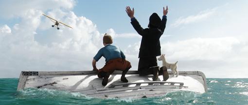 Tim (JAMIE BELL, l.), Kapitän Haddock (ANDY SERKIS, m.), und Struppi (r.) warten auf Rettung aus der Luft
