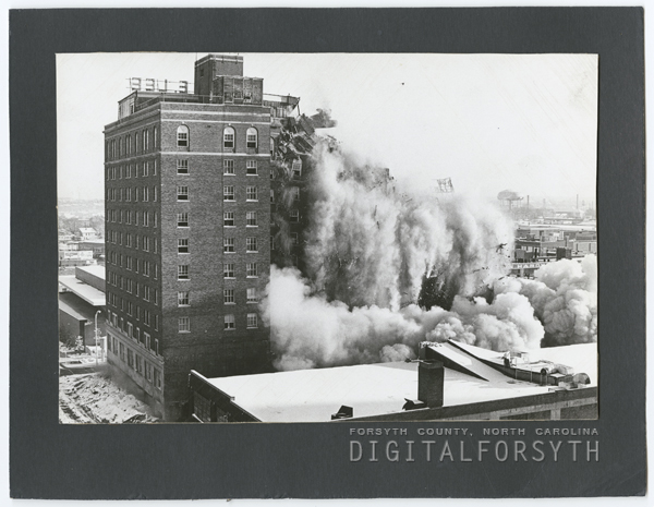 Hotel Robert E. Lee implosion, 1972.