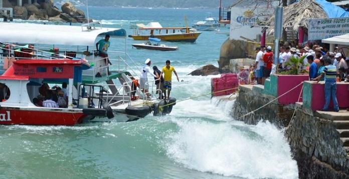 desembarque_roque_acapulco_oleaje (1)