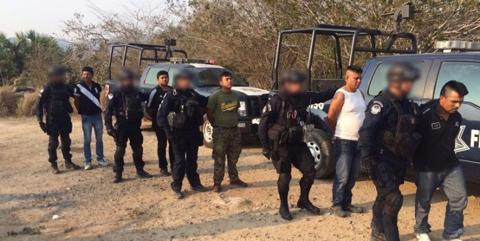 detenidos_policia_federal_petatlan (1)