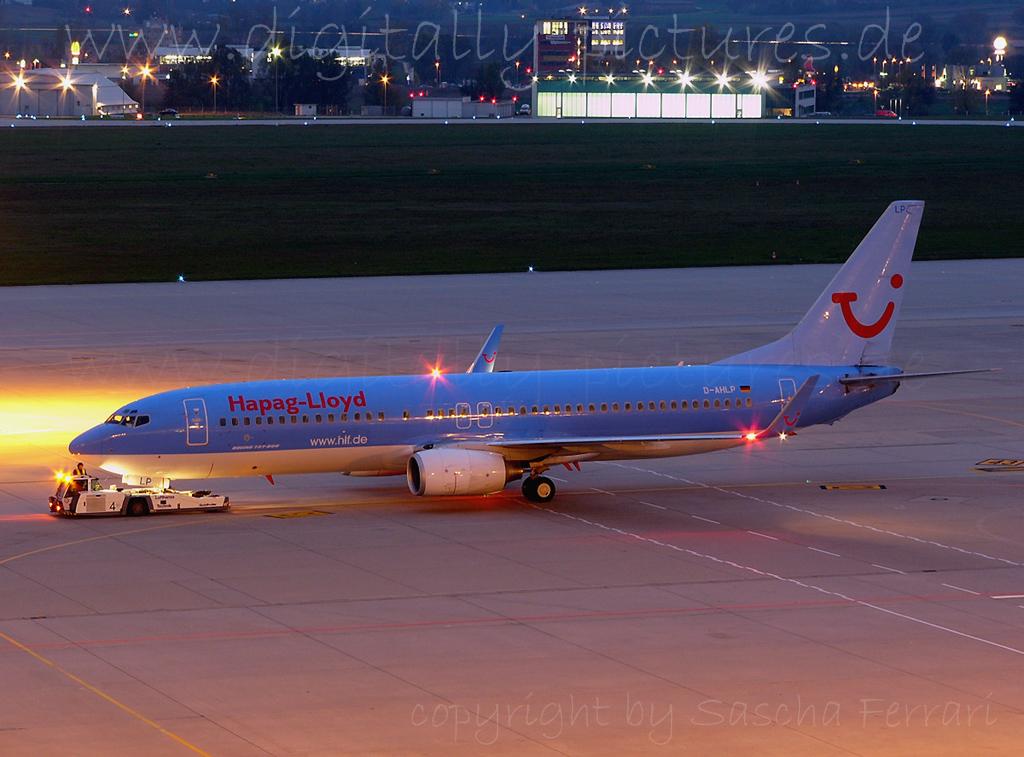 Boeing 737 Hapag LLoyd Flughafen Stuttgart Besucherterrasse