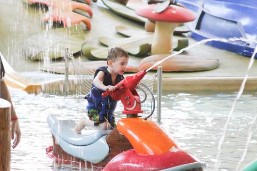 izaiah-in-toddler-pool
