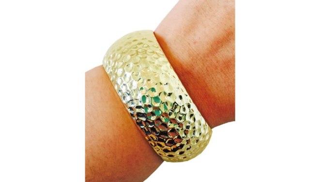 fitbit-gold-bracelet