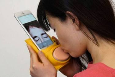 The Kissenger - virtual kissing with a smart phone
