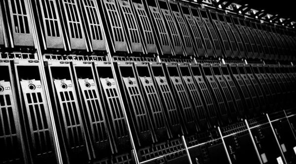 17102014 - data center with hard drives