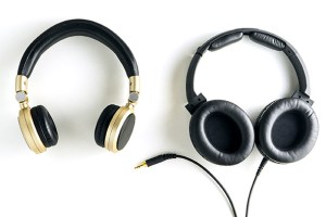 Wired or Wireless Headphones: Which Should You Buy?
