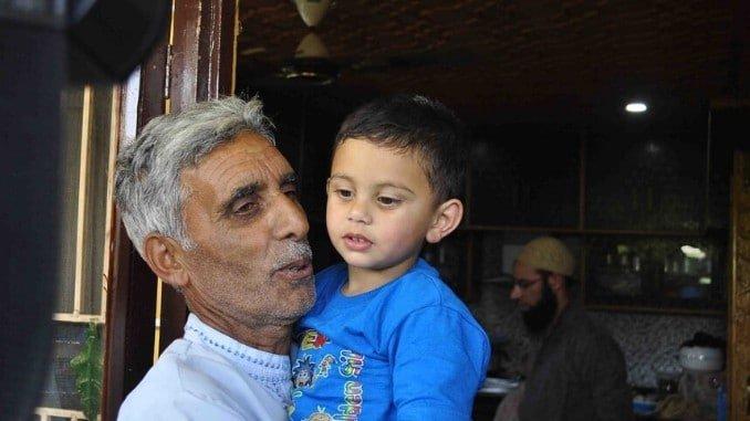 Heart wrenching scenes witnessed as kid wails over slain civilian's body in Sopore (2)