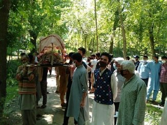 Muslims help perform last rites of centenarian Kashmiri Pandit in Kashmir