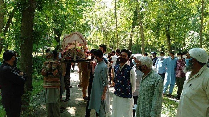 Muslims help perform last rites of centenarian Kashmiri Pandit in Kashmir