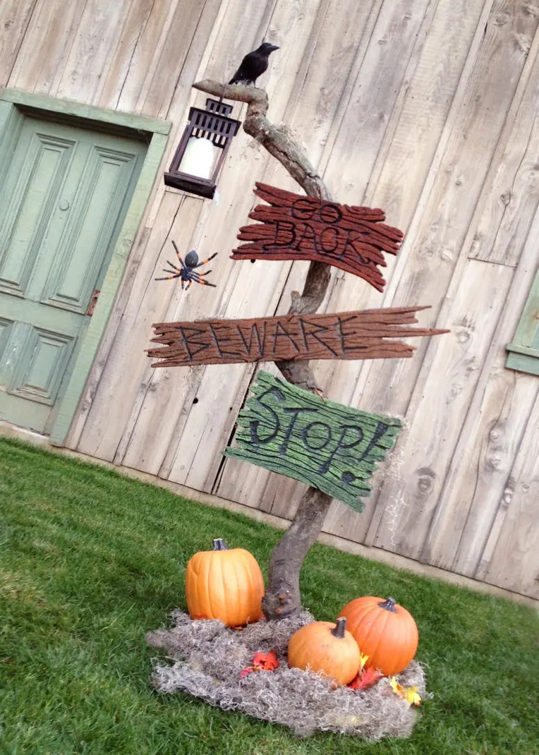 Here Is A Cool Idea For A Cool Spooky Halloween Sign.