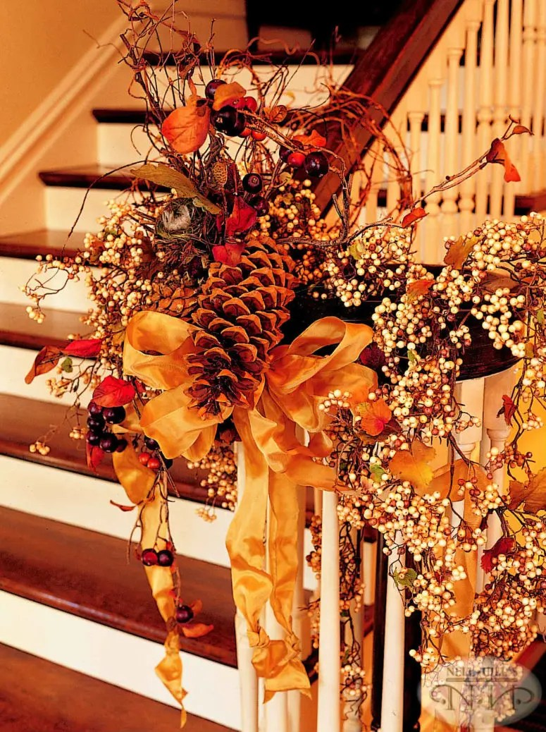 35 Cozy Fall Staircase Dcor Ideas  DigsDigs