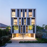 Modern Luxurious Townhouse With A Private Garden - DigsDigs