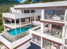 Modern Thai Villa That Captures Sea Views