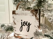 a little shabby pallet Christmas sign can be used as a tree ornament