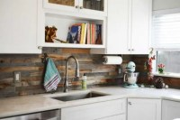 24 Wooden Kitchen Backsplashes For A Wow Effect - DigsDigs