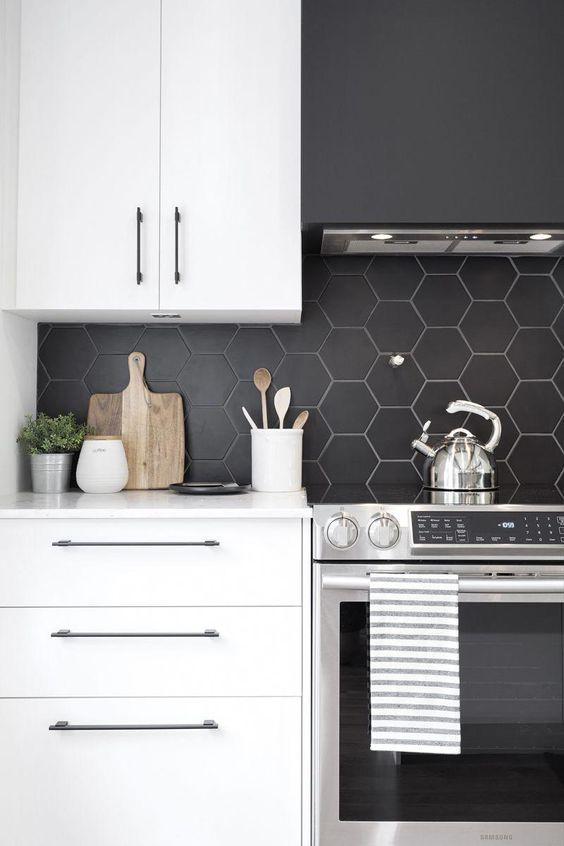 catchy black kitchen backsplashes