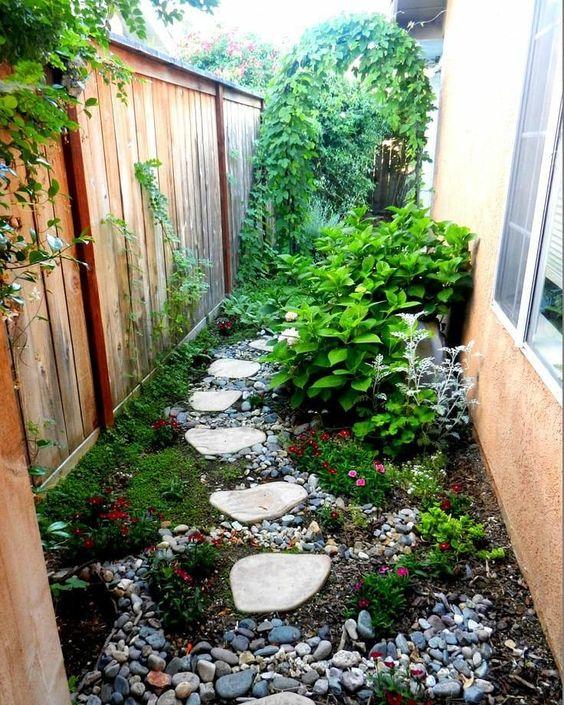 welcoming small garden decor