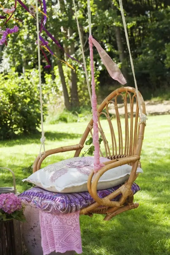 swinging chair outdoor patio chairs plastic 33 awesome hanging - digsdigs