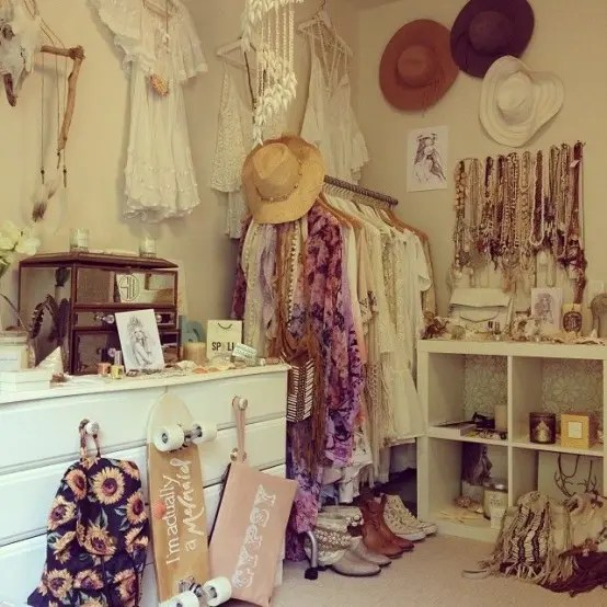 20 Beautiful Vintage Closets Youll Never Want to Leave  DigsDigs