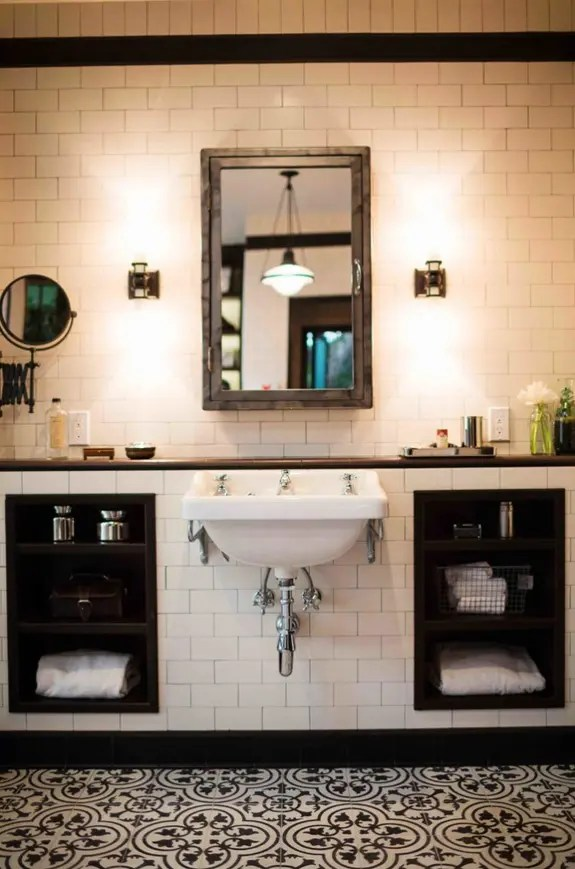 Amazing Black And White Bathroom Design With A Retro Vibe