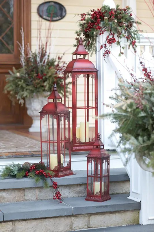 christmas decor ideas in traditional red and green