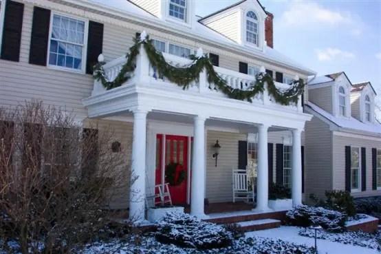 17 Cool Christmas Balcony Dcor Ideas  DigsDigs