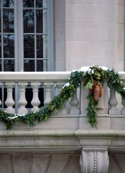 17 Cool Christmas Balcony Dcor Ideas  DigsDigs