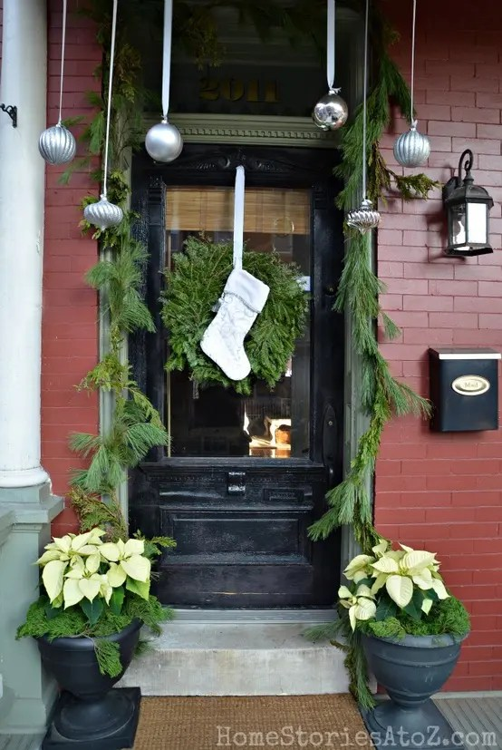 38 Cool Christmas Porch Dcor Ideas  DigsDigs