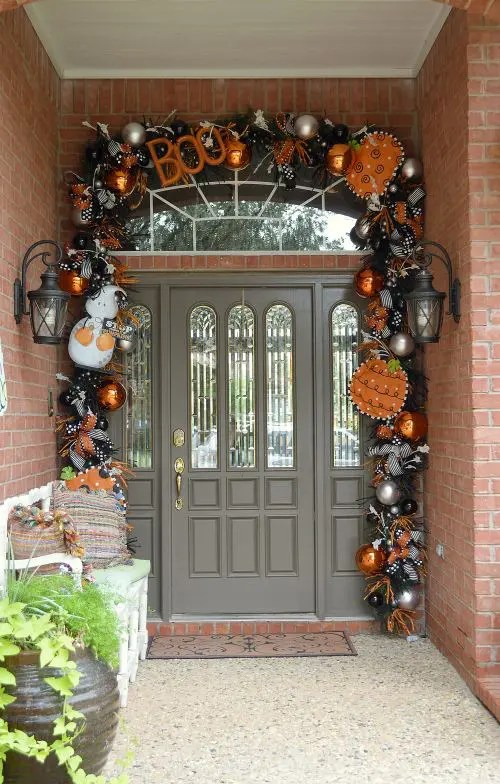 40 Cool Halloween Front Door Decor Ideas