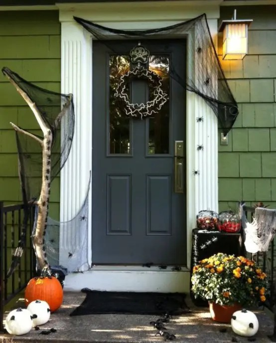 40 Cool Halloween Front Door Decor Ideas