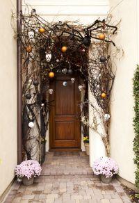 40 Cool Halloween Front Door Decor Ideas | DigsDigs