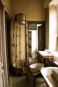 39 Cool Rustic Bathroom Designs