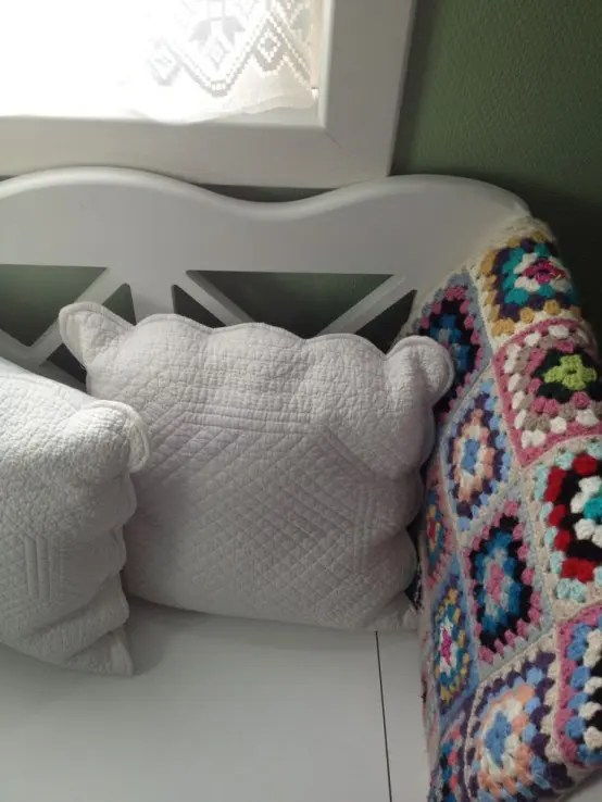 28 Cozy And Comfy Crocheted Pieces For Home Dcor  DigsDigs
