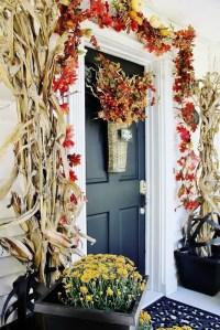 30 Cozy Thanksgiving Front Door Dcor Ideas - DigsDigs