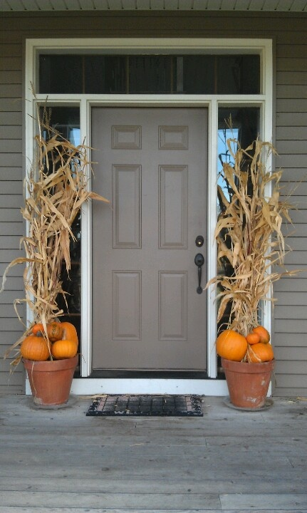 30 Cozy Thanksgiving Front Door Dcor Ideas  DigsDigs