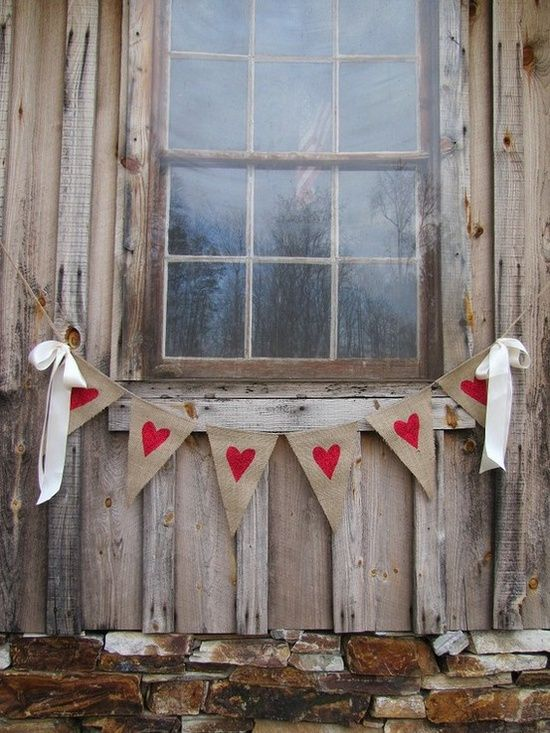 Deck your entryway in all the trimmings of the christmas season with our favorite front porch decorating ideas. 25 Creative Outdoor Valentine Décor Ideas - DigsDigs