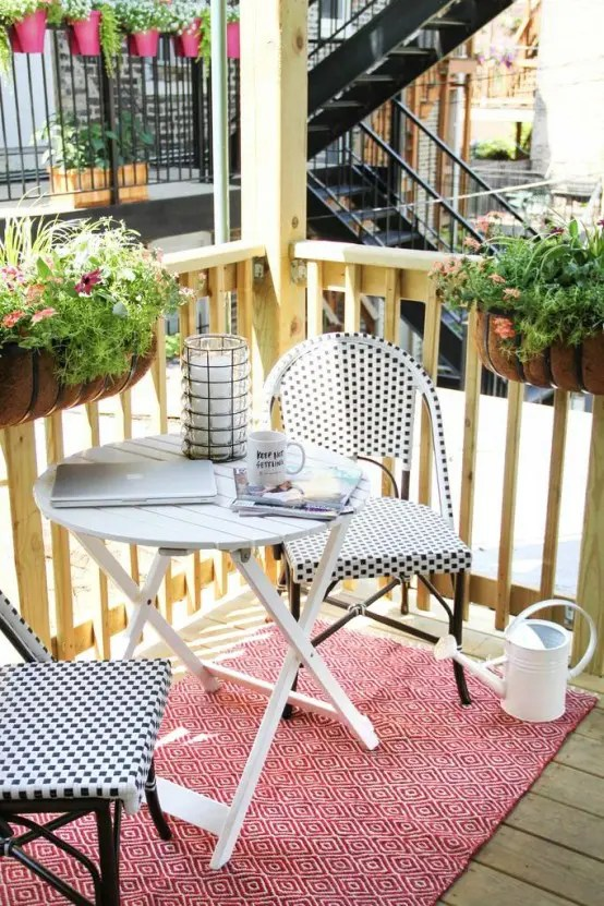 31 Creative Yet Simple Summer Balcony Dcor Ideas To Try  DigsDigs