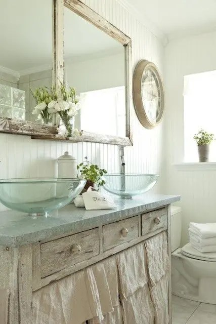 28 Lovely And Inspiring Shabby Chic Bathroom Dcor Ideas