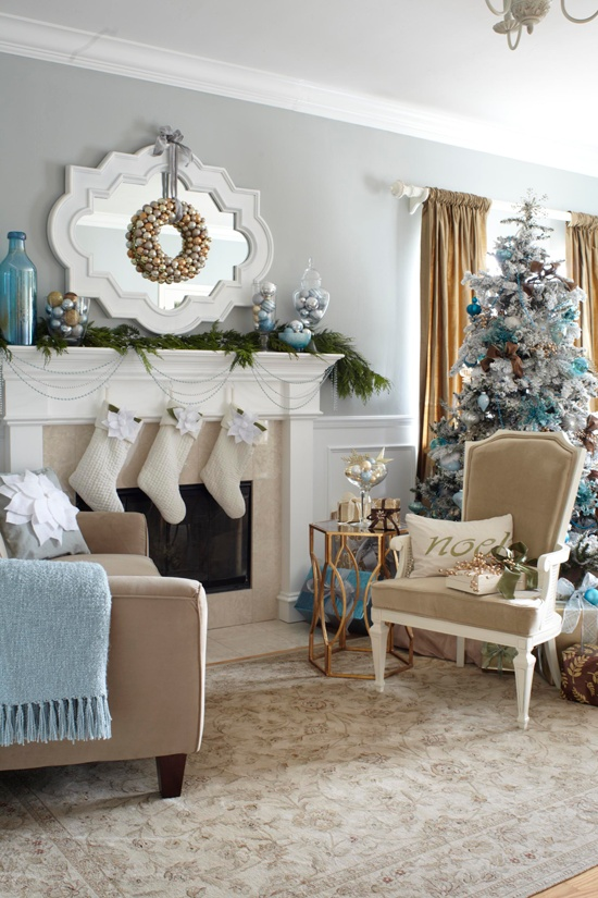 55 Dreamy Christmas Living Room Dcor Ideas  DigsDigs