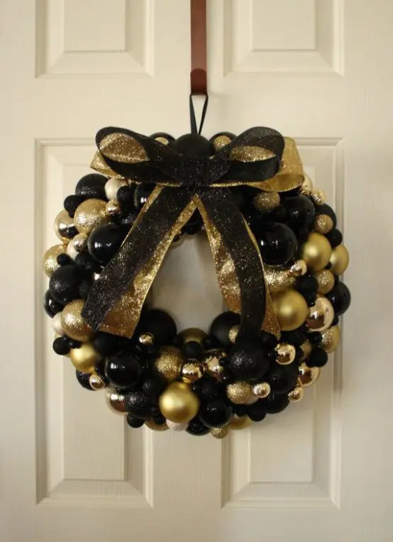 36 Super Elegant Black And Gold Christmas Decor Ideas Digsdigs