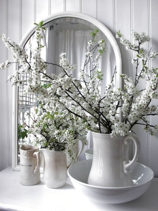There are many ways to decorate. 47 Flower Arrangements For Spring Home Décor - DigsDigs