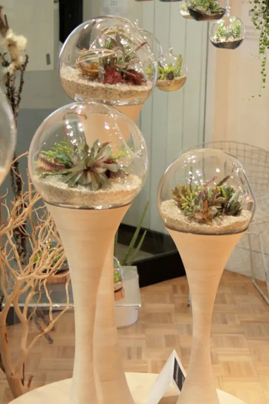 Futuristic AlienLike Planters  Golly Pods by Tend  DigsDigs