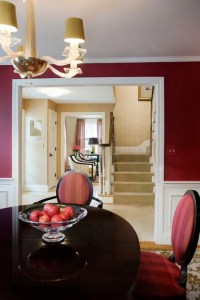 24 Hot Cranberry Monochromatic Rooms - DigsDigs