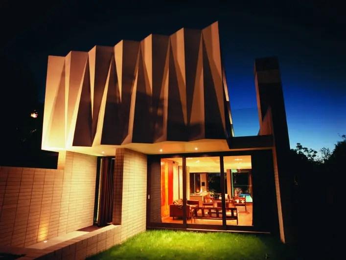 House With Sculptural Cast Concrete Facade Herne Bay