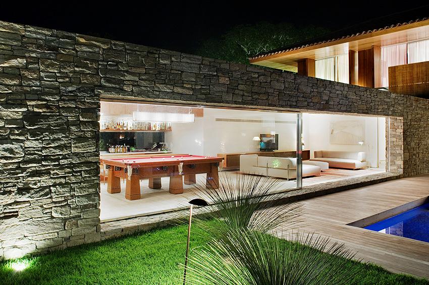 Natural Minimalism in Open Beach House Design ...
